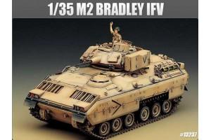 Model Kit tank 13237 - M2 BRADLEY IFV (1:35)