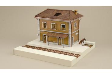 Model Kit diorama 6162 - RAIL STATION (1:72)